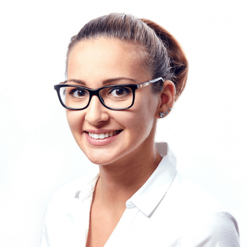 Dr. Ökrös Petra az Artdent Fogászat és Szájsebészet fogorvosa.