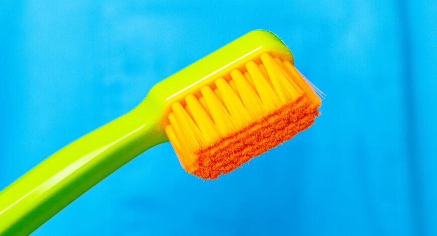 Dr. Varajti Artúr bemutatja a hatékony fogkefe ismerveit.