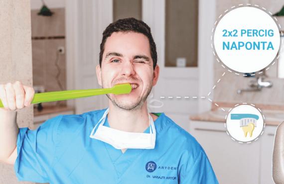 Dr. Varajti Artúr fogmosás közben a budapesti fogászati rendelőben.